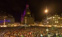 Frauenkirche und Publikum .- Foto: Bonss/ momentphoto.de